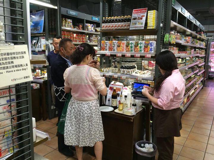 台北の百貨店へ販売促進に来ています。…